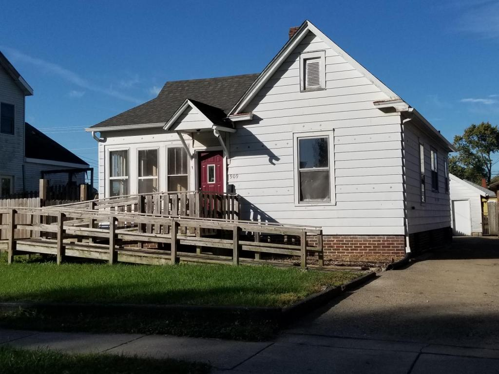 Springfield 2 bedroom rental at 909 n indiana 2 bedroom houses for rent in springfield il