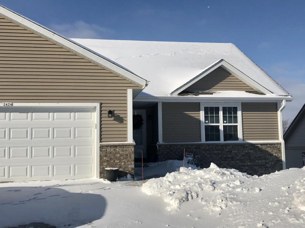 Primary picture of 2424 Parkfield Dr, West Bend