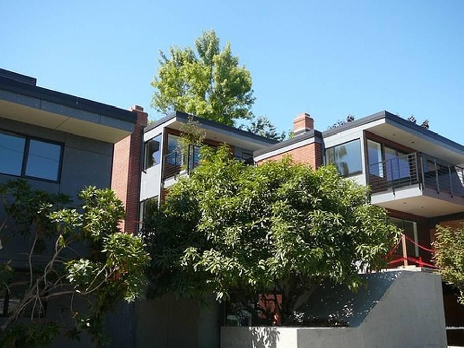 2404 Thorndyke Place, Seattle, WA 98119